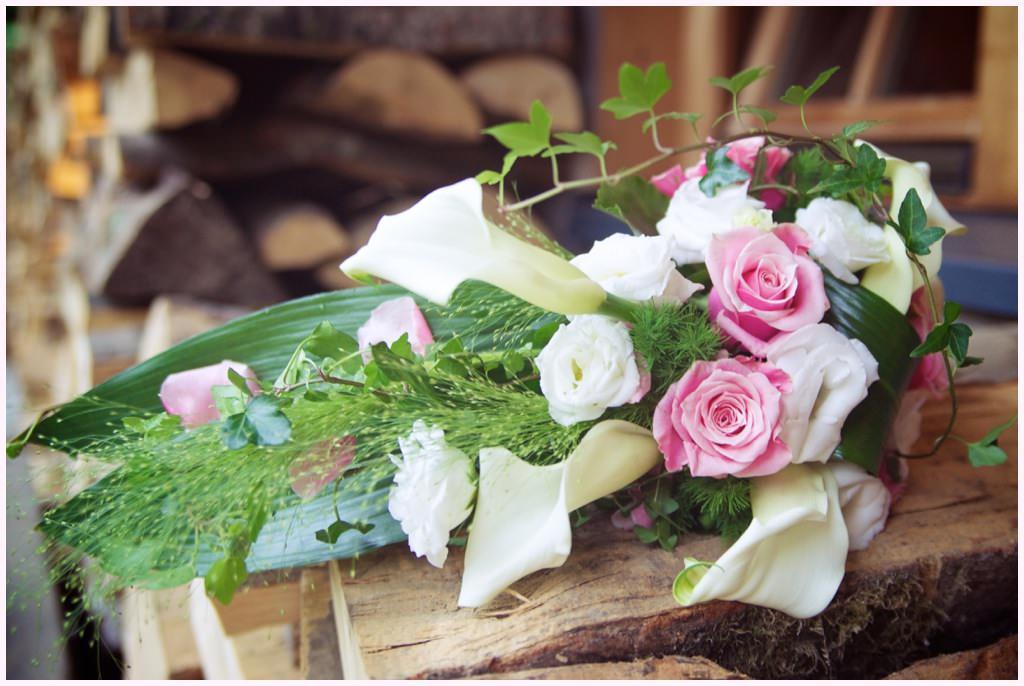bouquet de mariée rose et blanc cabane du praz photographe mariage chamonix