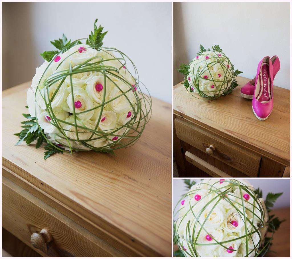 photo bouquet de mariée et chaussures de mariée roses