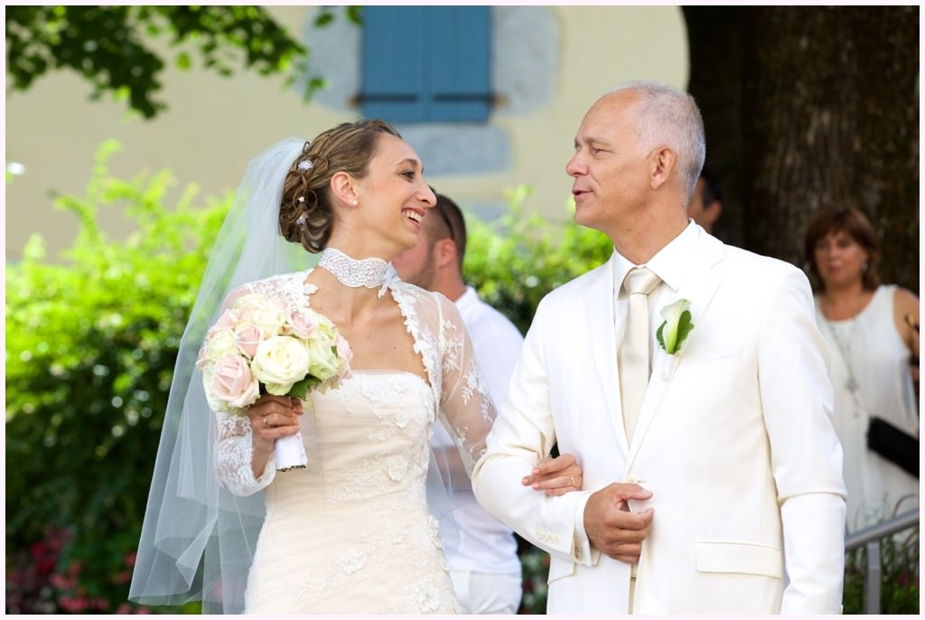 photos mariage chic en blanc mairie saint ismier