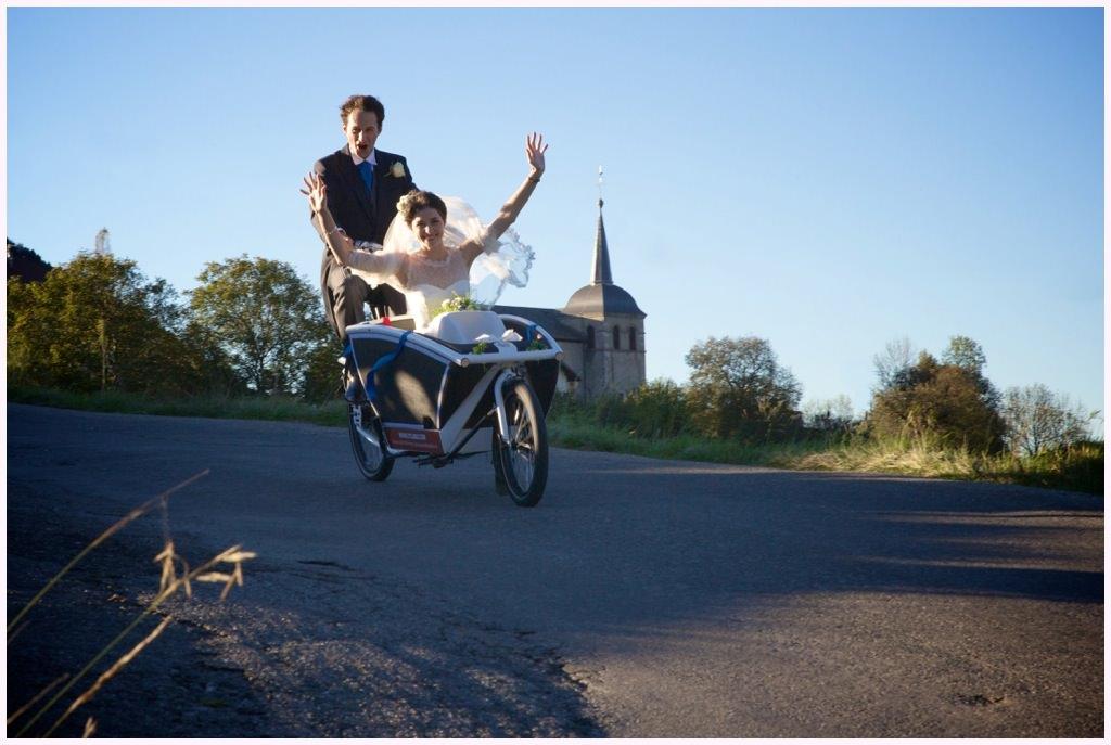 photographe_mariage_haute_savoie_ferme_de_gy transport de mariee en triporteur