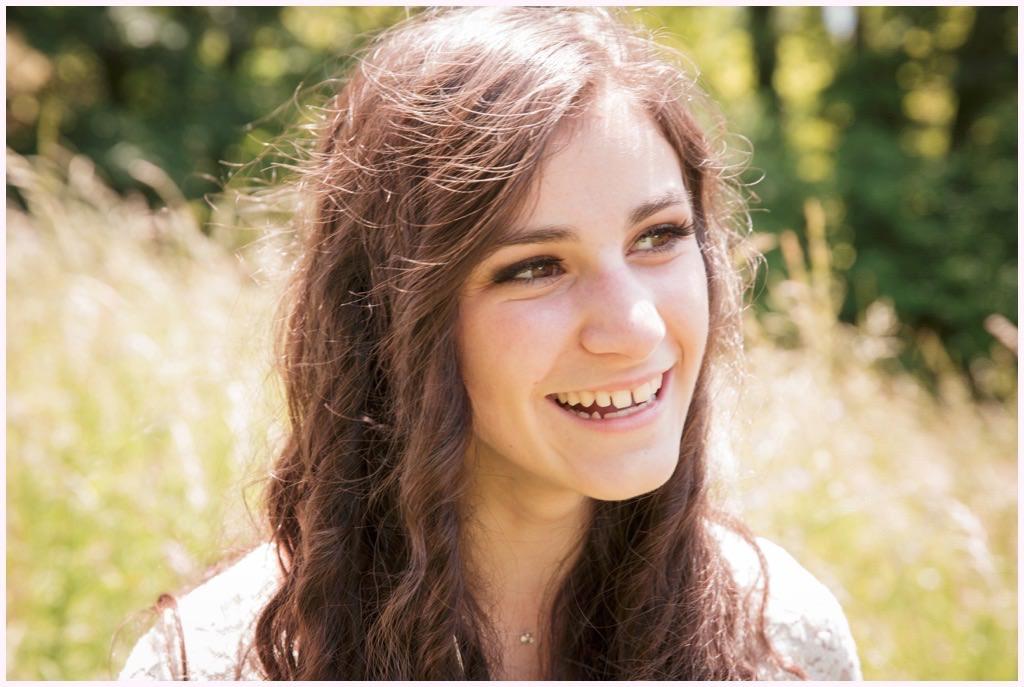 portrait jeune fille dans les blés