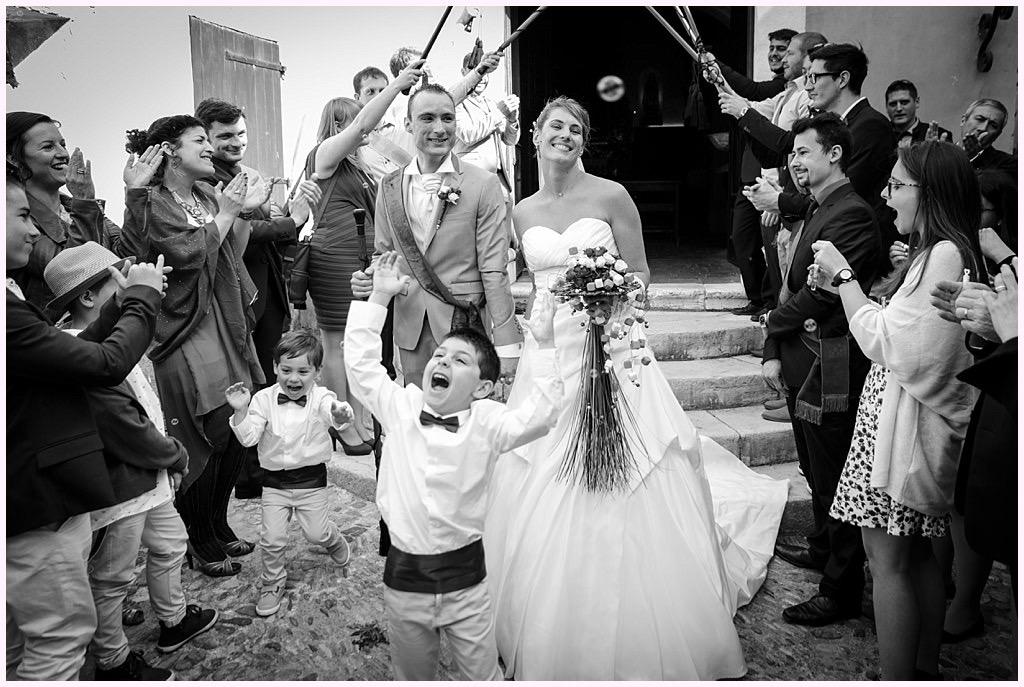 photographe mariage provence sortie église