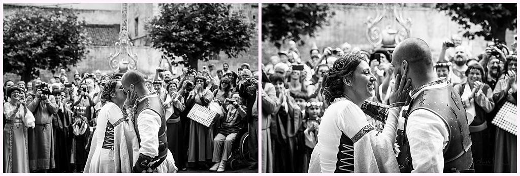 sortie d église mariage en costume photographe mariage medieval nozeroy photographe aurelie allanic
