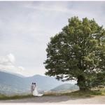 photographe mariage grenoble mariés au pied d'un chêne