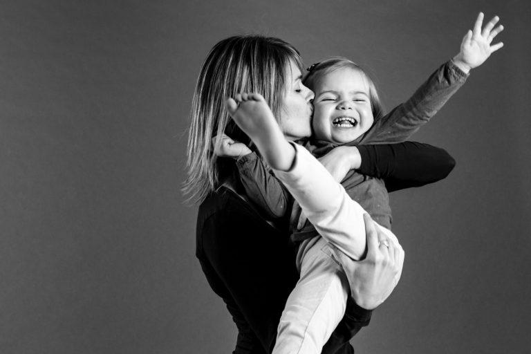 studio seance photo famille mere fille pontcharra studio photographe